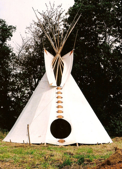 fabrication d un tipi indien. Black Bedroom Furniture Sets. Home Design Ideas
